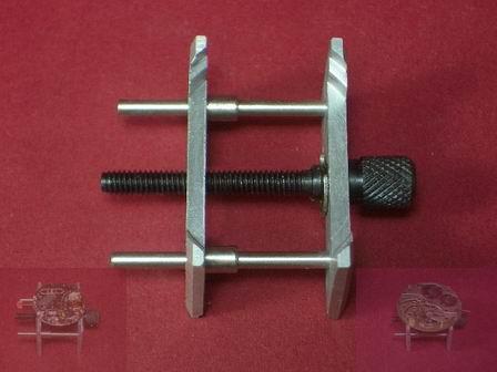 Werk- und Zifferblatthalter Werkzeug aus Aluminium zur beidseitigen Verwendbarkeit.
