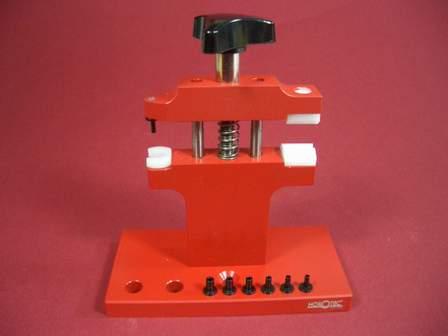 Werkzeug-Set zum Aus- und Einbau von Drückern an Chronographen