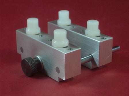 Jumbo Gehäuse - und Werkhalter-Set in stabiler Ausführung aus Aluminium mit 4 Einsätze