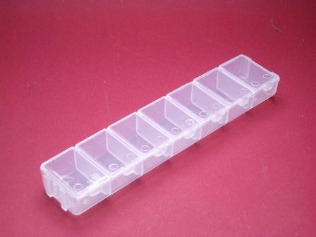 Kunststoffdose Box mit 7 Fächern einzeln aufklappbar ca.155mm x 32mm x 18mm