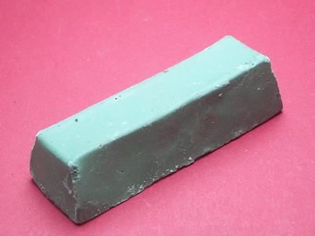 Polierpaste in grün, für mittlere Politur aller Metalle