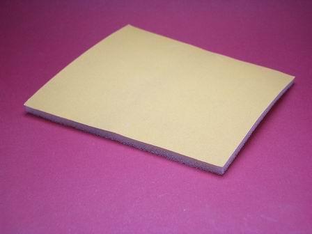 Flexibles Schleifpapier mit 800er Korn auf Schaumstoff kaschiert