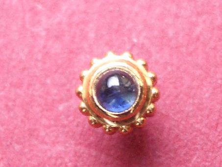 Cartier Krone 14-lappig vergoldet mit eingefasstem Spinell aus blauem Saphir, Aussen-Ø: ca, 3,95mm