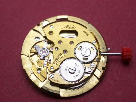 Uhrwerk Mido Kaliber 1147NOC Datum schwarze Schrift auf silbernen Grund