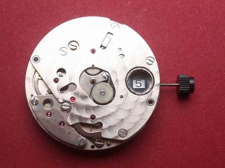 Uhrwerk Baume & Mercier Cal. BM13283A, Datum bei der 3 mit Chronographen Modul