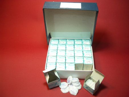 250 gewölbte Kunstoffgläser 25 Verpackungen mit 10 Gläsern
